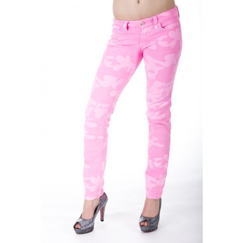 Jeans in roze army print van Sylvia's secret By SOS jeans.