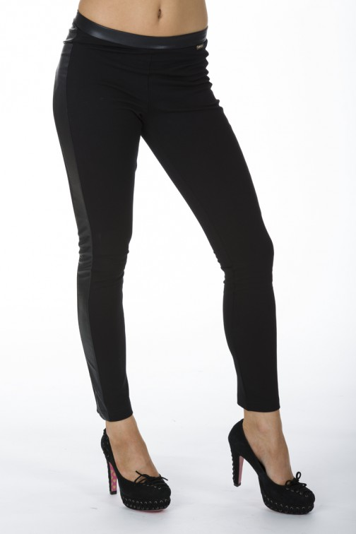 Halfleren legging van Miss Money Moneyy in zwart.